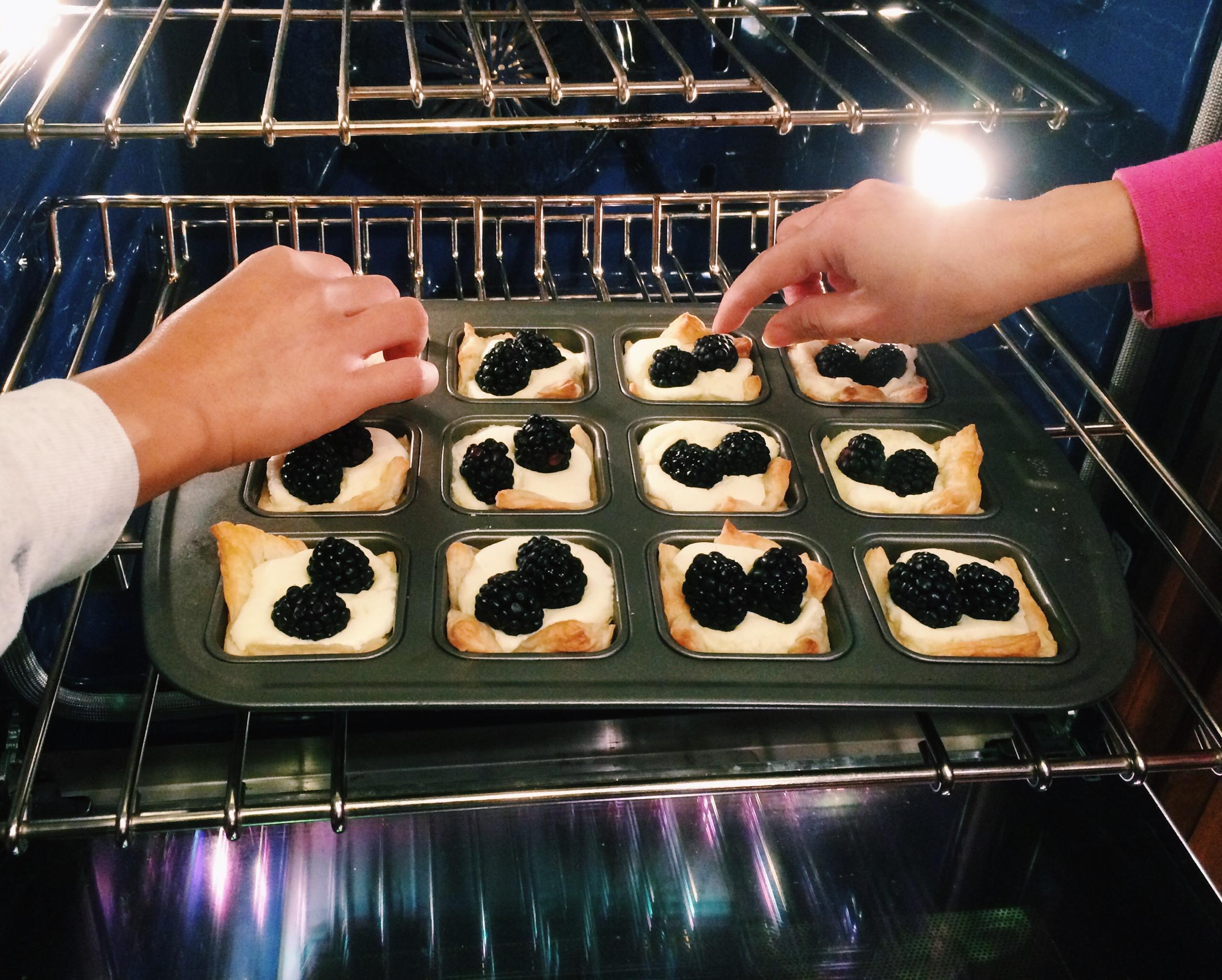 blackberry cheesecake puffs